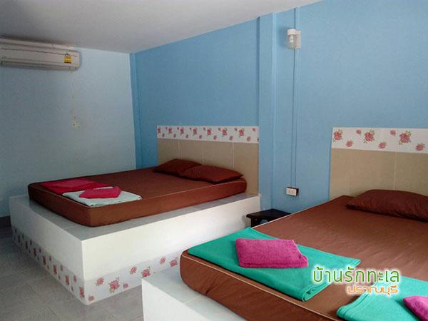 ห้องพัก 4 ท่าน แบบ 2 เตียงใหญ่ ที่พักริมทะเล หาดสามร้อยยอด